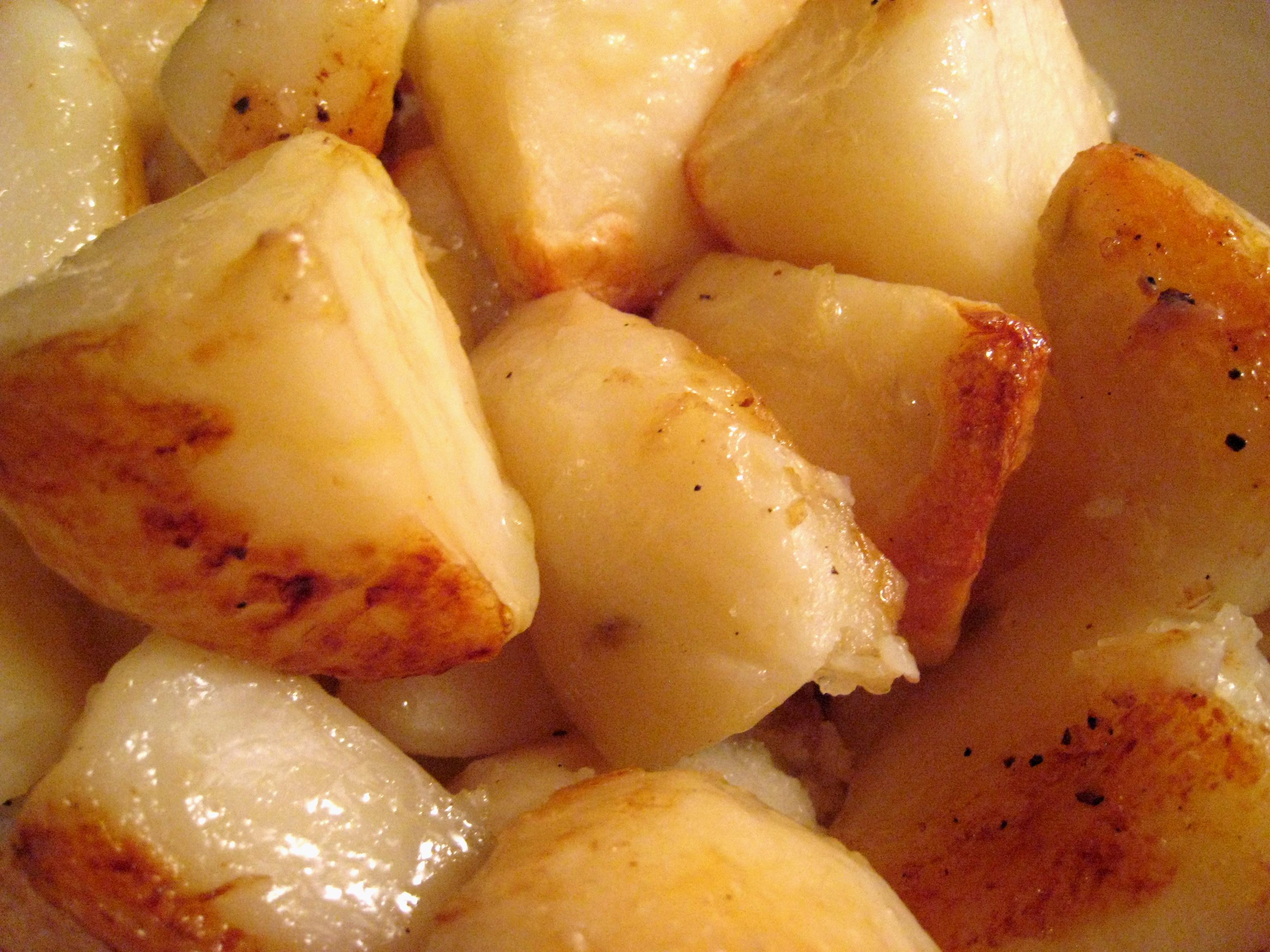 Gwyneth Paltrow Pantry British Style Roast Potatoes For Roast Chicken Dinner