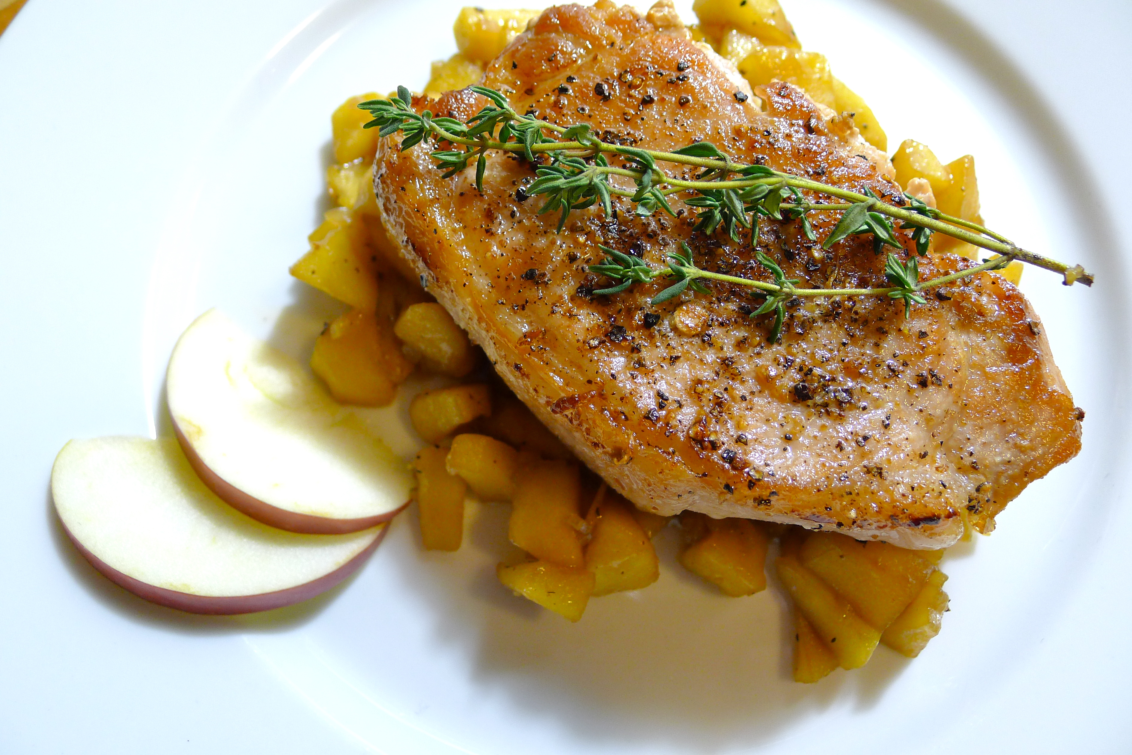 Pan-Seared Pork Chops with Sautéed Brandied Apples | coolcookstyle