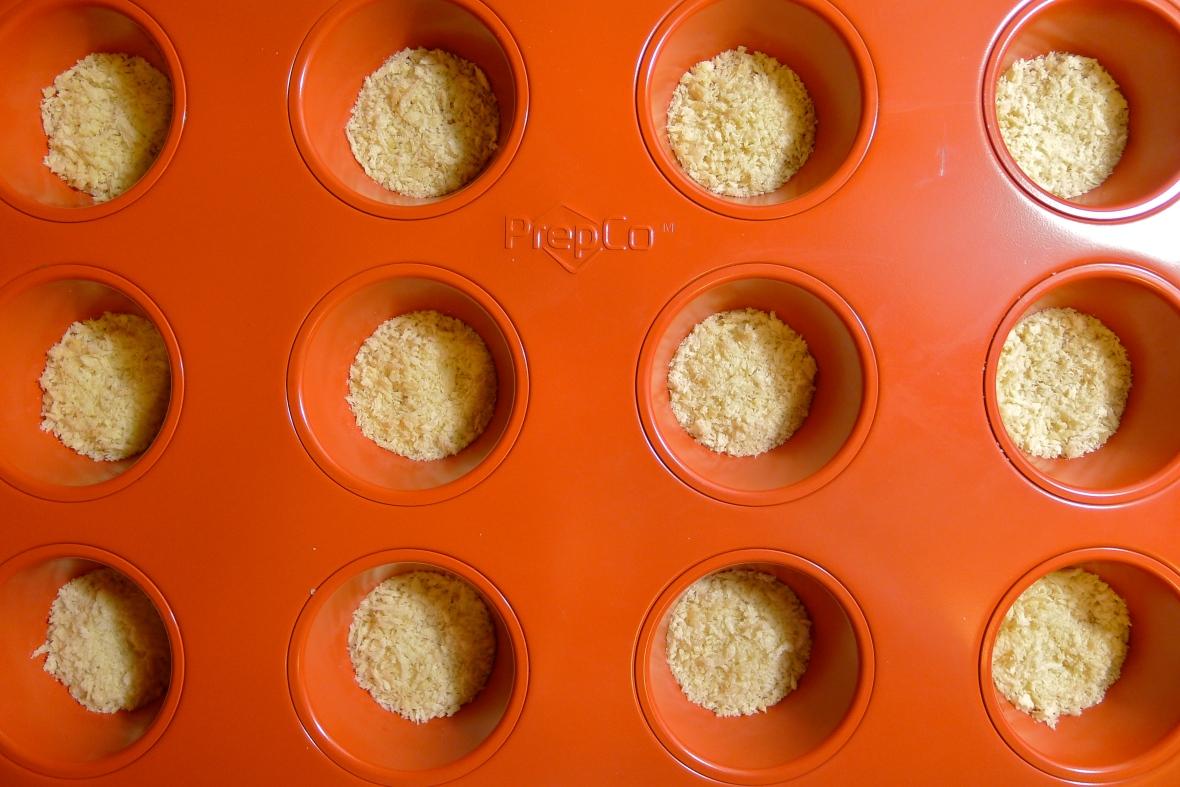 Make a base of breadcrumbs.