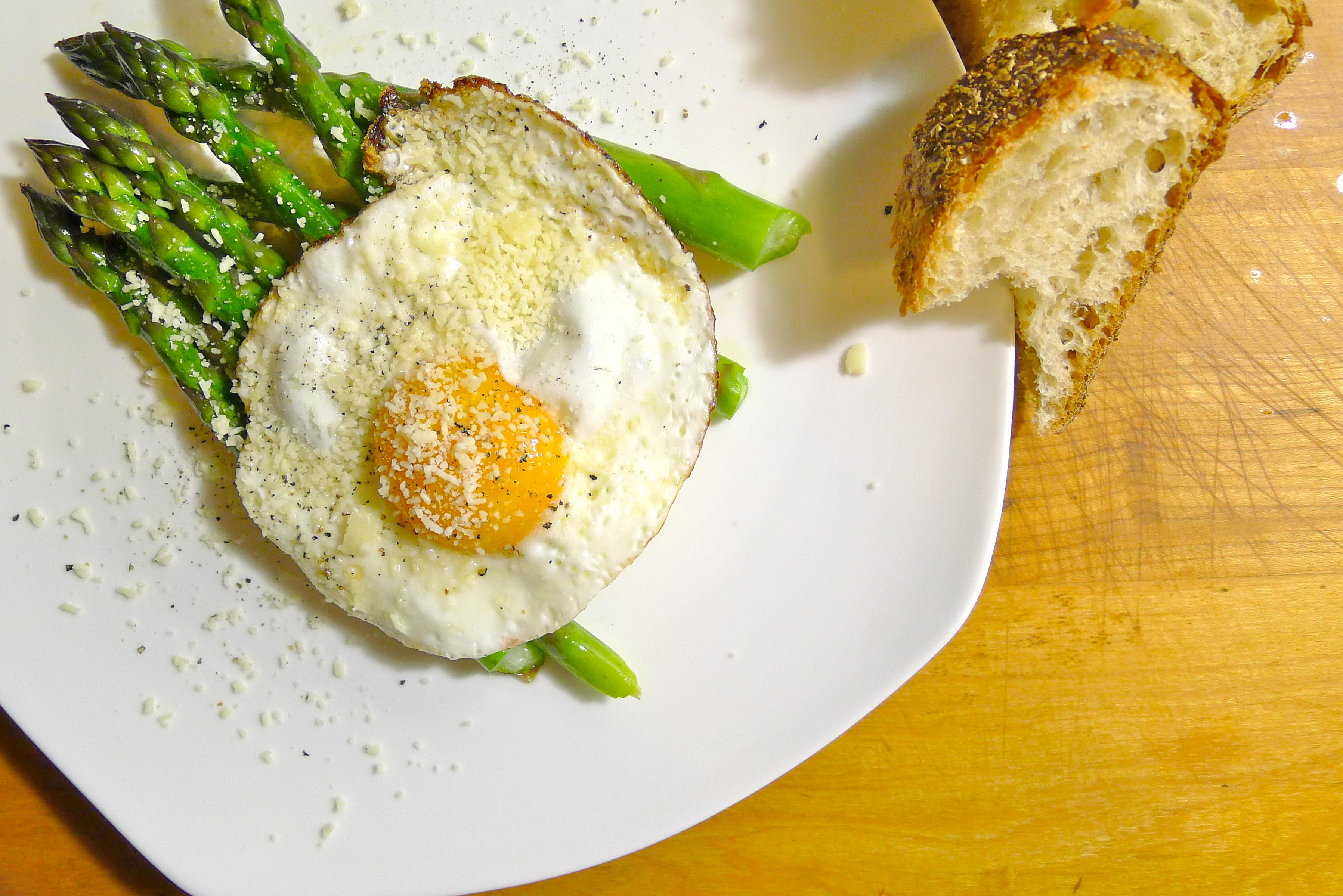 Asparagus with Fried Egg and Parmesan | coolcookstyle